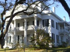 Mississippi Antebellum Plantation Homes | Maureen Hovenkotter One of the stately antebellum homes in Natchez.