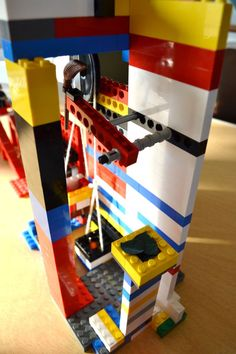 How to do a Rube Goldberg project, Recommended by Andrea Beaty, author of Rosie Revere Engineer. Lego Engineering, Engineering Projects, Stem Projects, Science Fair Projects, Lego Projects, School Projects, Projects For Kids, Kid Experiments, Rube Goldberg Projects