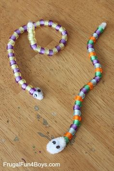 Pattern snakes - and 5 other simple pattern activities. Simple and fun pattern activities for kindergarten and preschool. Math Patterns, Teaching Patterns, Snake Patterns, Pipe Cleaner Crafts, Preschool Math, Reptiles Preschool, Rainforest Preschool, Rainforest Theme, Preschool Zoo Theme