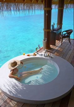 ♥ home office and spa tub on the ocean