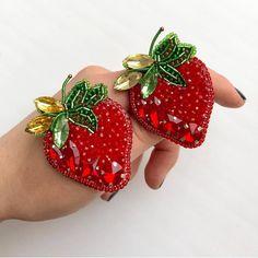 Bead Embroidery Jewelry, Soutache Jewelry, Beaded Embroidery, Embroidery On Clothes, Brooches Handmade, Handmade Jewelry, Diy Jewelry, Polymer Clay Charms, Polymer Clay Jewelry