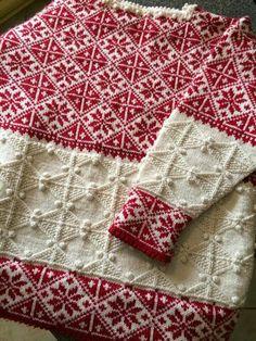 Vakker genser i strukturstrikk og mønsterstrikk