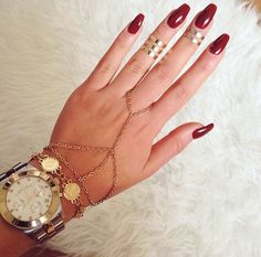 Love the jewellery with the nails
