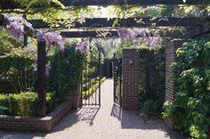 Door To the fruitgarden