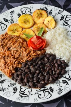 Recipe for Pabellon criollo. A traditional beans and rice dish from Venezuela, with seasoned black beans, white rice and tender, savory flank steak. Rice Recipes, Gourmet Recipes, Dinner Recipes, Healthy Recipes, Healthy Food, Recipies, Yummy Food, Venezuelan Food, Venezuelan Recipes