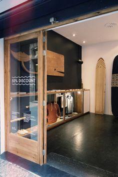 Surfboard Storage, Surfboard Decor, Retail Store Design, Retail Shop, Surf Style Home, Visual Merchandising, Sup Shop, Surf House, Showroom Design