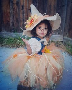 100 Cool DIY Halloween Costume for Kids for 2019 - Hike n Dip Here are 100 Cool Halloween Costumes for Kids ideas which you can DIY and make Halloween special for your kids. These Kids Halloween Costume are the best. Little Girl Halloween Costumes, Family Halloween, Halloween Diy, Baby Scarecrow Costume, Halloween 2019, Pirate Costumes, Diy Costumes, Halloween Tutus, Diy Baby Costumes For Girls
