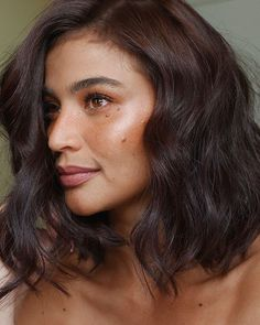 Anne's look yesterday on Showtime 😍 Isn't she the prettiest? Makeup and photos Hair Anne Curtis Hair, Anne Curtis Smith, Emmalyn Estrada, Nia Peeples, Kelsey Merritt, Hair Styles, Makeup, Pretty, Photos