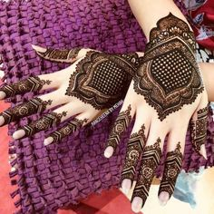 Hand-picked Mehendi for your special occasion