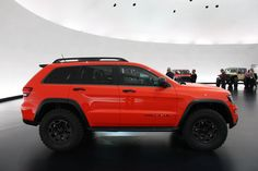 """I don't care much for """"cheap"""" Cherokee, but am loving the look of this Jeep Grand Cherokee Trailhawk Concept. Put a lift on it and it would be sweet! Grand Cherokee Trailhawk, Jeep Grand Cherokee Srt, Jeep Cherokee Sport, Cherokee Laredo, Jeep Srt8, Jeep Trailhawk, Jeep Wrangler Lifted, Lifted Jeeps, Jeep Wranglers"""
