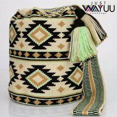 "282 Beğenme, 1 Yorum - Instagram'da Just Wayuu (@just.wayuu): ""Handcrafted handbags made by indigenous wayuu in the north of Colombia. Worldwide shipping. PayPal…"""