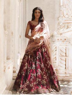 Ideas Bridal Lehenga Reception Style For 2019 Designer Bridal Lehenga, Bridal Lehenga Choli, Indian Lehenga, Indian Gowns, Indian Wedding Lehenga, Bridal Sari, Red Lehenga, Ghagra Choli, Indian Outfits