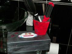 En ésta ocasión, la caja de pañuelos conjuntada con el porta cepillos de la entrada anterior.