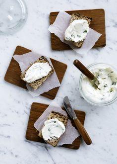 Homemade cream cheese with wild garlic. Mette Helbæk/Line Thit Klein