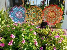 Metal Flower Garden Stake - Large, Garden Decor, Gift for her, Yard Art, Spring Flowers, Gifts for gardener, Outdoor yard art, Garden art