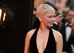 Michelle Williams Lookbook: Michelle Williams wearing Pixie (15 of 51). Michelle Williams kept it casual and hip with this pixie at the 2017 Oscars.