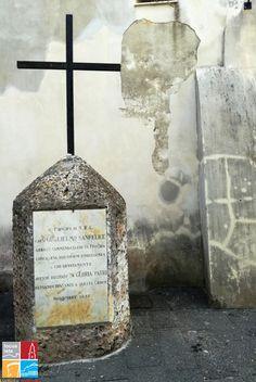 Abbazia di San Michele a Procida - Lapide memoriale sul sagrato esterno