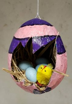 Easter egg paper mache / Easter theme / Creative with children Craft Stick Crafts, Preschool Crafts, Paper Crafts, Diy For Kids, Crafts For Kids, Flamingo Craft, Diy Girlande, Easy Easter Crafts, Diy Tumblr