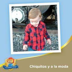 Tu pequeño puede usar el mismo diseño de camisa que su papá, pues el estampado de cuadros también está súper de moda para los chiquitos.