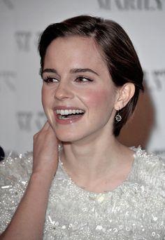 Lovely Emma Watson, her spirited laughter Queen Sophia, Emma Watson Beautiful, Ariana Grande Photoshoot, Emma Roberts, Emma Stone, Brunettes, Pretty People, Hogwarts, Harry Potter Film