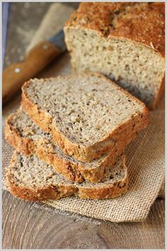 Feed Me Better: Ekspresowy, łatwy chlebek pełnoziarnisty. Bread Recipes, Vegan Recipes, Cooking Recipes, Vegan Food, Daily Bread, How To Make Bread, Bread Baking, Banana Bread, Food Porn