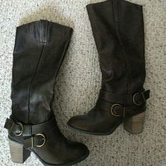 Diba Pilot boot size 9 brown Cute, versatile boot with goldish bronze details. Only worn a couple times on carpet only! Diba Shoes Heeled Boots