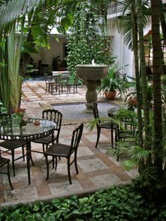 The courtyard of Hotel Casa del Balam, Merida, Yucatan, Mexico. A favorite place. this is where I would like to stay.saw it on a Rick Bayles(? Outdoor Dining Set, Outdoor Spaces, Outdoor Living, Colonial, Patio Design, Courtyard Design, Courtyard Ideas, Courtyard Gardens, House Design