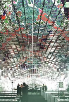 The Swedish architect Gert Wingårdh and the Finnish artist Kustaa Saksi designed an installation with 11.000 patterned paper sheets.