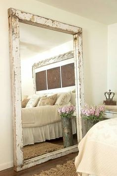 30 Incredible Design Putting The Mirror In The Bedroom - Farmhouse Decoration Farmhouse Mirrors, Farmhouse Style Bedrooms, Rustic Mirrors, Farmhouse Decor, Decorative Mirrors, Modern Farmhouse, Big Mirror In Bedroom, Big Mirrors, Large Floor Mirrors