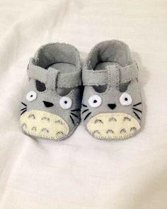 Felt Baby Shoes, Crochet Baby Shoes, Baby Boy Shoes, Baby Booties, Totoro, Best Baby Blankets, Shower Bebe, Baby Shower, Diy Bebe