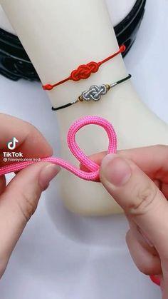 Diy Bracelets Patterns, Diy Friendship Bracelets Patterns, Diy Bracelets Easy, Handmade Bracelets, Handmade Jewelry, Diy Crafts Jewelry, Bracelet Crafts, Bracelet Knots, Jewelry Knots