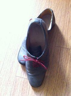 Zapato gris agujeta guinda