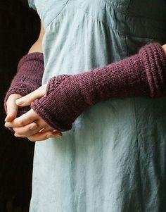 kumara arm warmers pattern by laura zukaite.
