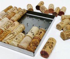 Bakus Trivet - Een onderzetter als een houder van herinneringen. Het RVS stalen frame, gevuld met kurken, wordt een goed te gebruiken onderzetter. Bewaar de kurk van uw volgende feestelijke fles wijn en voeg deze toe aan uw verzameling mooie herinneringen. Er passen 36 kurken in. Ecologisch relatiegeschenk. http://www.meesandmueller.com/product/bakus-trivet/