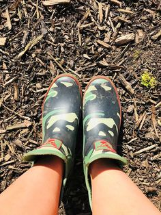 Check out this image Caroline tagged in. Rocking the Camouflage Chelsea Boots! Funky Wellies, Camo Designs, Mould Design, Funky Design, Doc Martens Oxfords, Ankle Length, Camouflage, Color Pop, Chelsea Boots