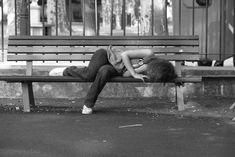 Les alcools évaporés, elle s'évanouie sur le banc de la désolation. Le sommeil est vaporeux. Le rêve flou et les souvenirs à peine audible dans la mémoire endormie. Portraits, Chair, Furniture, Home Decor, Blur, Sleep, Decoration Home, Room Decor, Head Shots