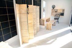 KARWEI | Goed idee nummer 8 om zelf te maken van underlayment: kamerscherm. #DDW14 #karwei #diy Studio, Diy Furniture, Tall Cabinet Storage, Home Improvement, New Homes, Diy Projects, Diys, Interior Design, Nighty Night