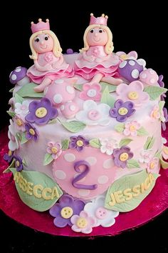 This twin princesses cake looks beautiful and scrumptious! #birthday #cake #twins #princess