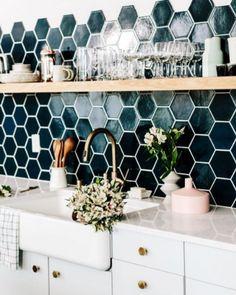 Love the honeycomb kitchen backsplash tile in blue and navy colors @istandarddesign