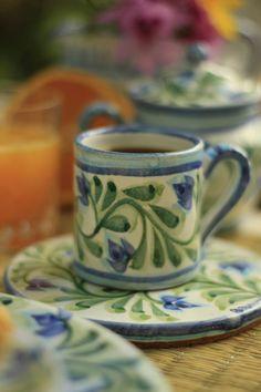 The world famous Porches Pottery creates the Algarve's original and most distinctive hand-painted ceramics. Hand Painted Pottery, Hand Painted Ceramics, Porcelain Ceramics, Ceramic Pottery, Pottery Art, Antique Stoneware, Stoneware Crocks, Pottery Patterns, Pottery Designs