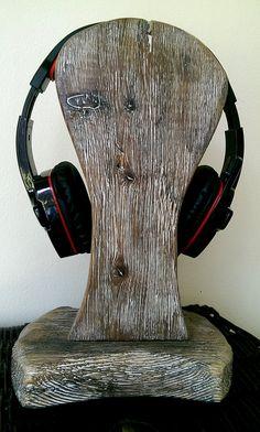 35 Amazing DIY Headphone Stand - Home Decorating Inspiration Diy Headphone Stand, Headphone Storage, Headphone Holder, Diy Headphones, Cd Cases, Driftwood Art, Old Wood, Drift Wood, Xmas Ideas