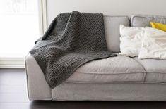 Silmukanjuoksuja: Harmaa torkkupeitto Diy And Crafts, Couch, Embroidery, Blanket, Knitting, Frozen, Bed, Crochet, Handmade