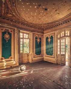 Matthias Haker - Fascinating Photos Highlight the Forgotten Beauty of Abandoned Buildings - My Modern Met Abandoned Buildings, Abandoned Castles, Abandoned Mansions, Old Buildings, Abandoned Places, Beautiful Architecture, Beautiful Buildings, Beautiful Places, Magic Places