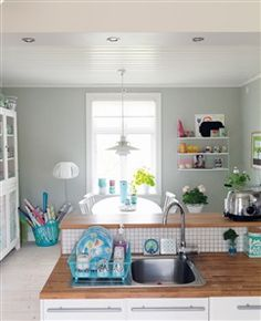 House of Turquoise: Peter Carlsson (Kitchen) Cozy Kitchen, Kitchen Living, Swedish Kitchen, House Of Turquoise, Interior Desing, Swedish House, Dining Room Inspiration, Laundry Room Doors, Grey Walls