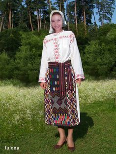 tulceaFata2005 Still In Love, Moldova, Traditional Outfits, Romania, Anthropologie, Costumes, Embroidery, Blouse, Skirts