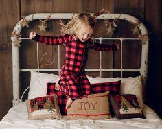 studio photography tips Kids Christmas Pjs, Christmas Mini Sessions, Christmas Trends, Christmas Minis, Christmas Photography Kids, Children Photography, Photography Tips, Newborn Photography, Christmas Photography Backdrops