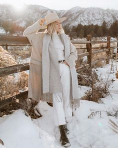 127 cute winter coat outfits for inspiration this season – page 29 Cute Winter Coats, Winter Coat Outfits, Winter Outfits Women 20s, Winter Wear, Autumn Winter Fashion, Style Board, Coats For Women, Jackets For Women, Looks Teen