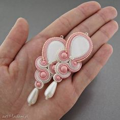 Kolczyki soutache peach kavrila sutasz Soutache Pattern, Soutache Tutorial, Jewelry Crafts, Jewelry Art, Jewelry Design, Soutache Necklace, Beaded Earrings, Handmade Beaded Jewelry, Earrings Handmade