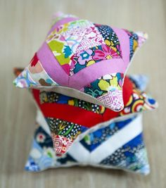 How-to-make-a-pincushion-with-Judith-Dahmen easy to upscale to a full size patchwork style cushion Sewing Hacks, Sewing Tutorials, Sewing Projects, Quilt Patterns, Sewing Patterns, Tatting Patterns, Pincushion Tutorial, Diy And Crafts Sewing, Liberty Fabric