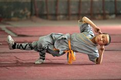 Shaolin Kung Fu offers practitioners a wealth of benefits, including strength, endurance, and self-confidence. Here are some awe-inspiring images of shaolin monks in training.